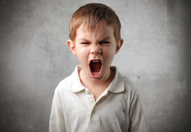 Parler à un enfant en colère : 8 astuces pour y parvenir
