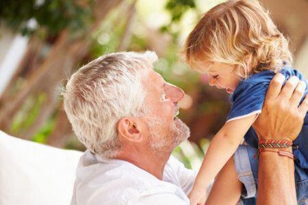 Les grands-pères sont les héros de notre enfance.