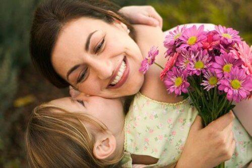 Être mère enseigne le dévouement et la patience.