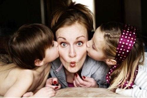 maman, arrête-toi un instant, maman on t'aime, passe du temps avec nous