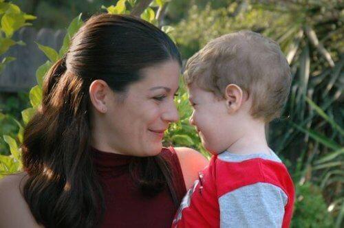 Le cerveau d'un enfant réagit à la voix de sa maman.