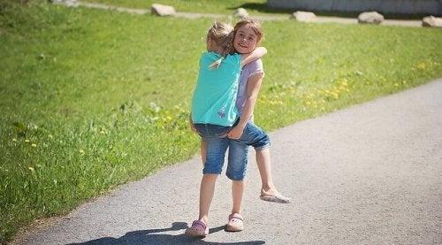 Profitez de toutes les confidences, tous les rires, toutes les bêtises avec votre soeur