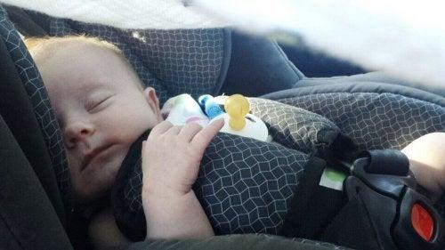 Conseils pour les trajets en voiture avec un nouveau-né