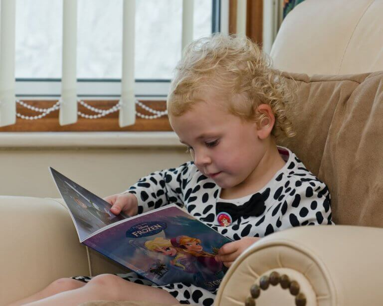 Un enfant entre 2 et 6 ans peut avoir des responsabilités telles que dresser la table, se brosser les dents, etc.