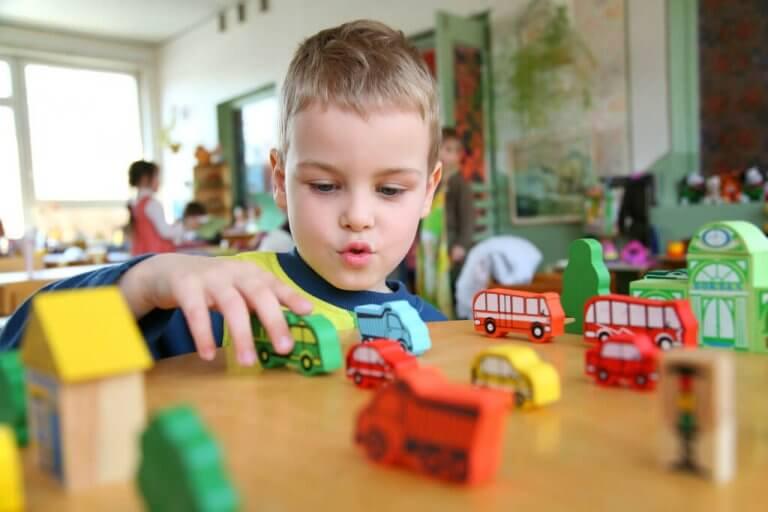 Un enfant entre 2 et 6 ans traverse une étape cruciale de son développement et a besoin de soutien, d'amour et d'être respecté dans son propre rythme