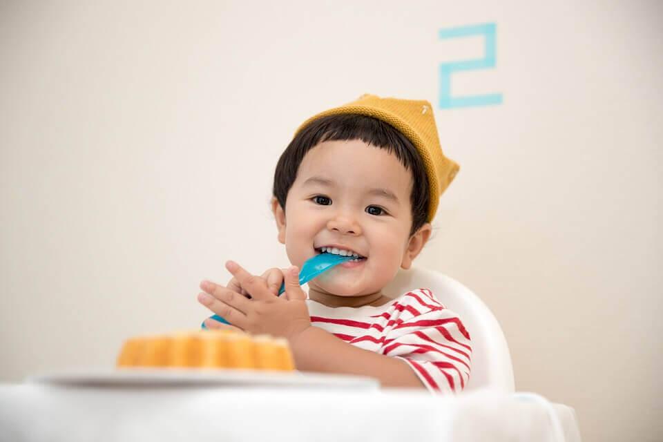 En voulant faire bien, nous commettons souvent des erreurs dans l'alimentation des enfants