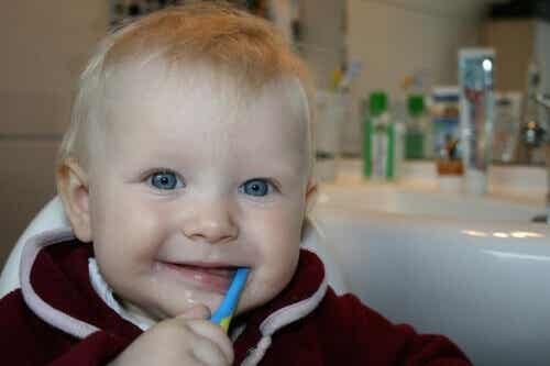 Oh mon bébé, tu fais déjà tes premières dents !