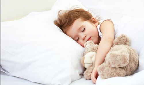 Combien d'heures un enfant devrait-il dormir en fonction de son âge ?