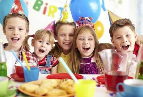 Fêter son anniversaire, c'est l'occasion d'apprendre la valeur de l'amitié.