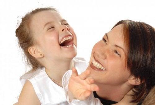Comment développer le sens de l'humour chez vos enfants ?