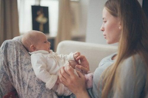 Les bienfaits de chanter des berceuses aux bébés