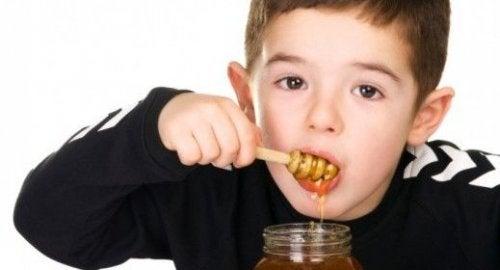 Les raisons pour lesquelles le miel n'est pas conseillé aux bébés