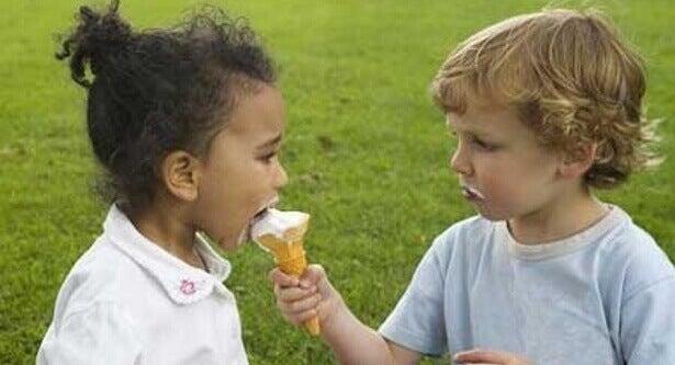 Un enfant unique peut aussi apprendre la notion de partage.