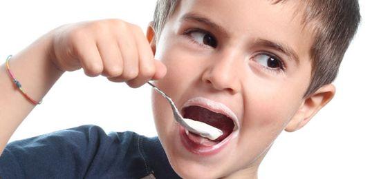 Le yaourt contient des probiotiques.