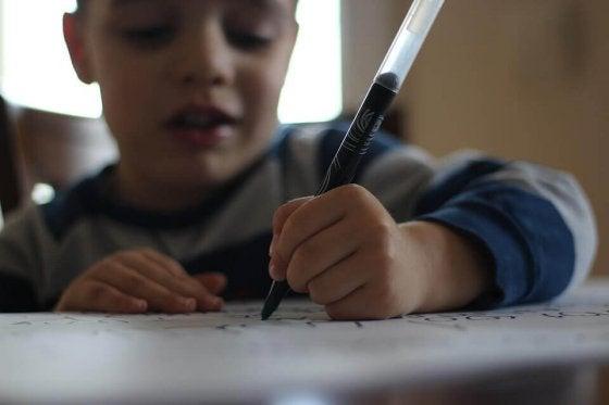 Ces jeux aident votre enfant à avoir une belle écriture.