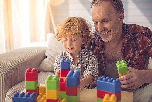 Les avantages des jeux de construction sont d'autant plus nombreux quand un adulte est présent.