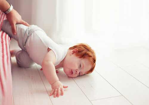 Combien de temps un enfant doit-il rester éveillé après s'être cogné la tête ?