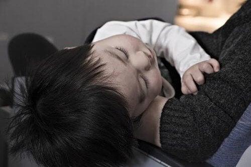 Les parents doivent connaitre les symptômes de l'appendicite chez les enfants.