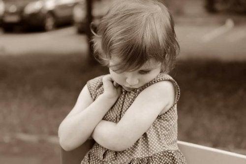 Comment savoir si mon enfant est timide