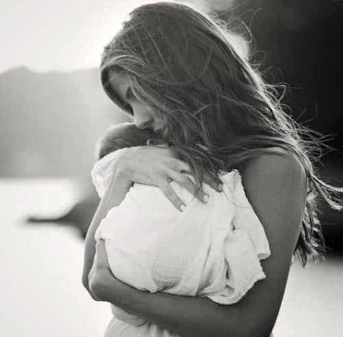 Comment trouver les mots devant la souffrance d'une autre mère ?