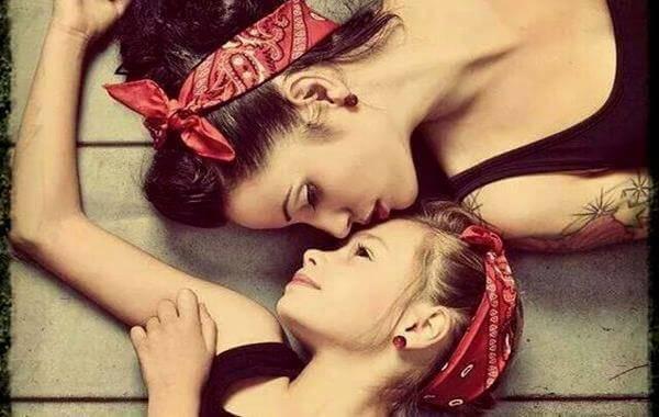 Une mère et sa fille sont les femmes de demain et pour cela, elles ont la tâche de se faire respecter;