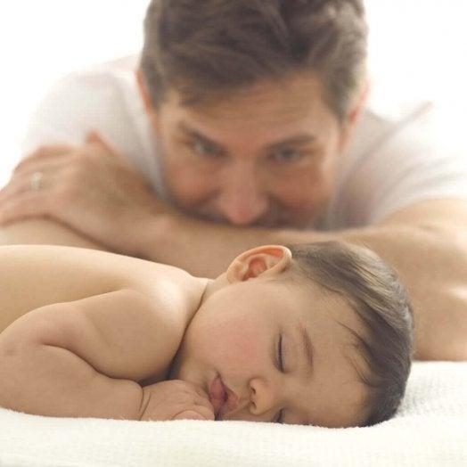 Quand le bébé dort, profitez en pour vous reposer.