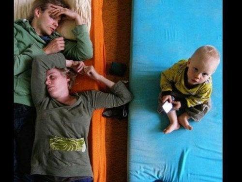 Les parents d'un premier enfant rêvent de retrouver le sommeil