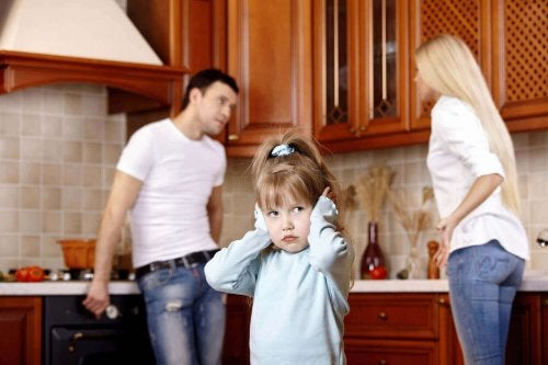 La mauvaise humeur des parents affecte le développement émotionnel de l'enfant