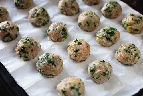 Boulettes de viande avec des épinards, recette très simple qui peut être réaliser avec les enfants