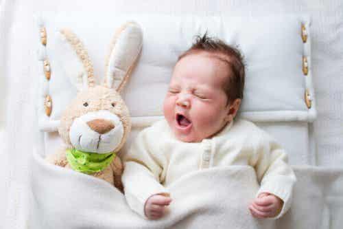 6 erreurs courantes à l'heure d'endormir le bébé au lit