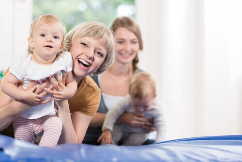 Les gymnases pour les bébés sont excellents pour stimuler la motricité de l'enfant