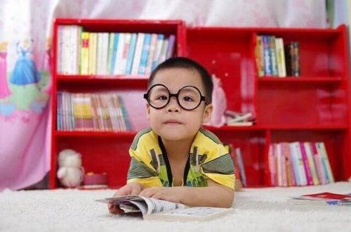 Comment apprendre à un enfant à étudier seul ?