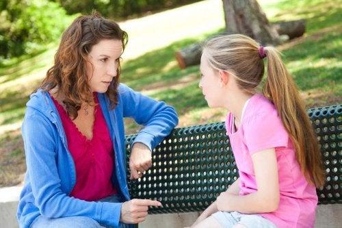 Discuter avec un enfant surprotégé