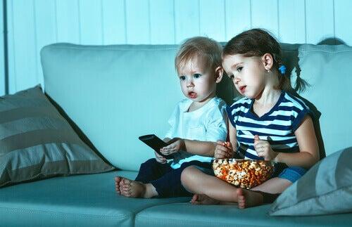 Pourquoi les enfants regardent-ils le même film encore et encore ?