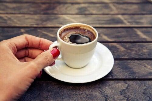 femme enceinte café