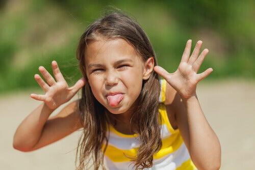 Apprenez à votre enfant à ne pas se moquer des autres