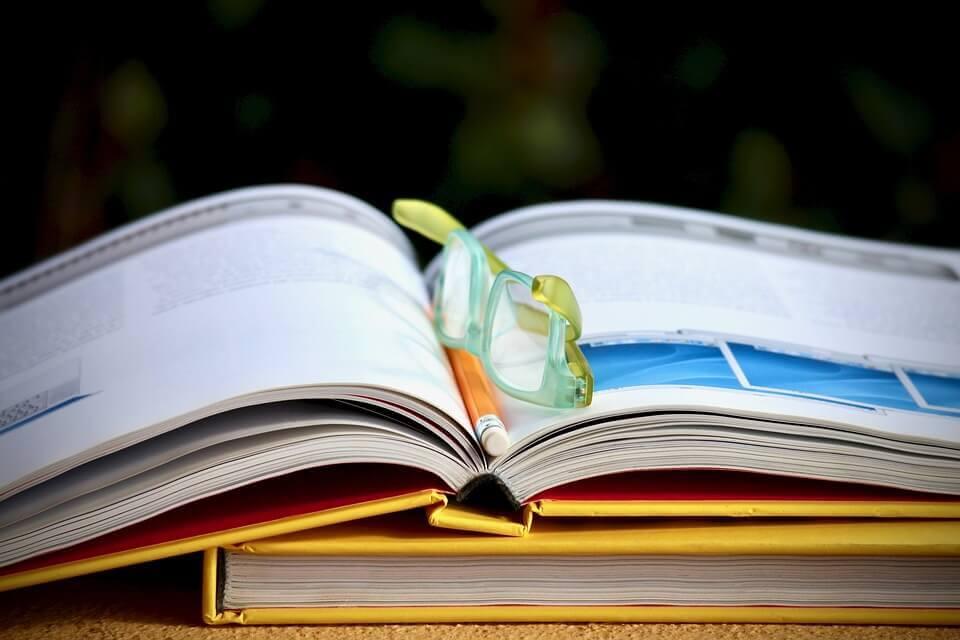 livre lunettes étudier seul