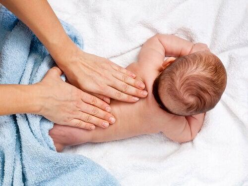 12 bienfaits des massages pour enfants