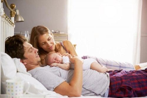 Les heures de sommeil sont précieuses lorsque nous sommes de jeunes parents