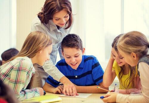 Les virelangues doivent être pratiqués régulièrement et sous la forme d'un jeu pour motiver les enfants
