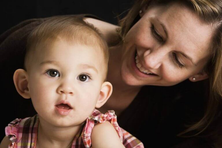 La voix de la mère réveille le cerveau de son enfant