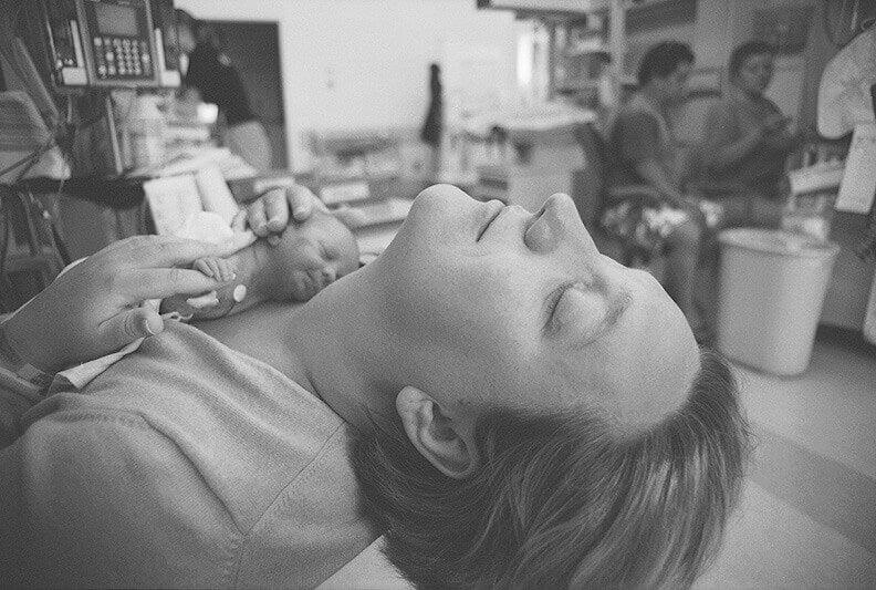Le Kraamzorg est un service mis en place aux Pays-Bas pour prendre soin de la maman et du bébé à domicile après la naissance