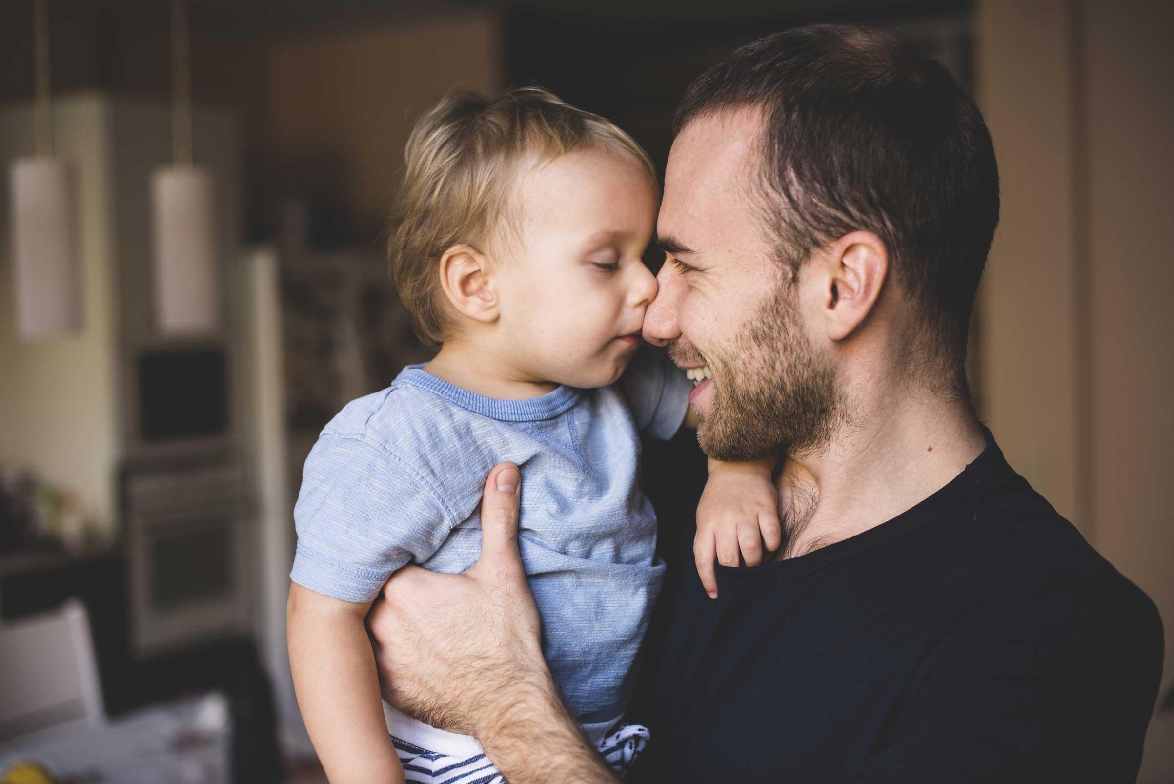 Les pères aiment passer du temps pour s'amuser avec leurs enfants