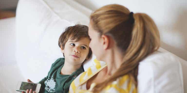 Le besoin d'attention : que faire si votre enfant en demande trop ?