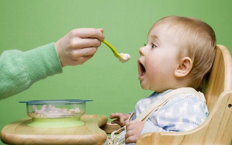 Comment faire en sorte que votre bébé ait une bonne relation avec la nourriture ?