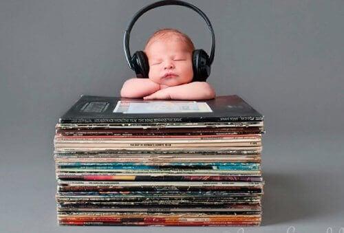 Ecouter de la musique aide votre bébé à parler rapidement