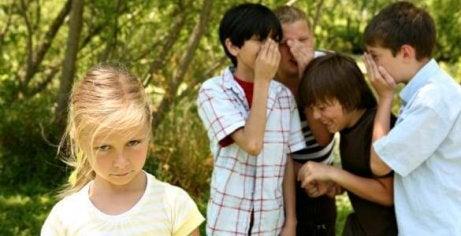 """""""On se moque de mon enfant à l'école"""", c'est une angoisse pour chaque parent qui voit son enfant abattu"""