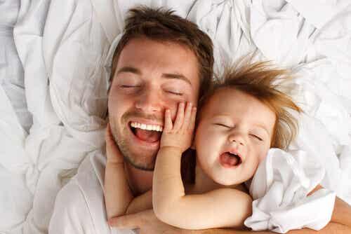 8 bienfaits thérapeutiques des caresses pour les enfants
