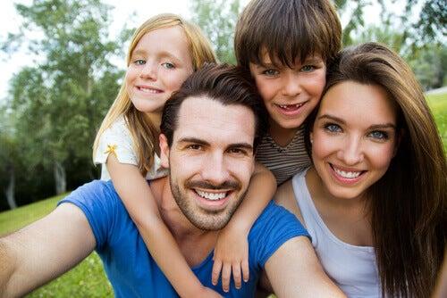 De quoi dépend la couleur des yeux et des cheveux de vos enfants ?