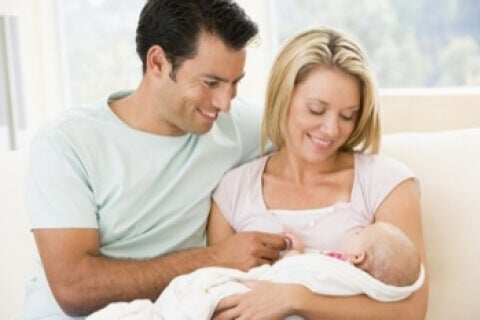 Quelques instructions pour les nouveaux parents peuvent les aider à accueillir leur premier bébé